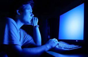 Evitez les écrans 1 à 2h avant de dormir pour bien récupérer et mincir